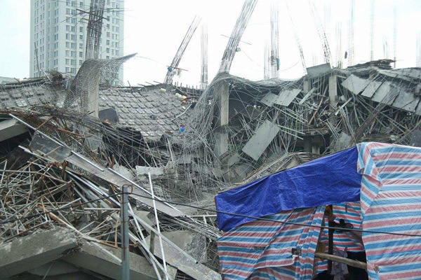 Trường mẫu giáo đang xây ở Hà Nội bất ngờ đổ sập trong đêm