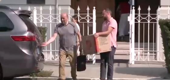 Các nhà ngoại giao Nga rời khỏi 3 cơ sở