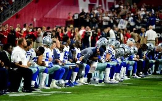 Phong trào cầu thủ NFL phản đối quốc ca trước trận đấu khiến doanh số sụt giảm