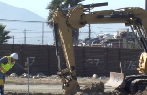 Bức tường biên giới của tổng thống Trump bước vào giai đoạn xây dựng cấu trúc mẫu