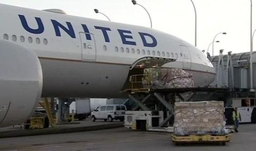 Phi cơ thương mại chở hàng viện trợ tới Puerto Rico