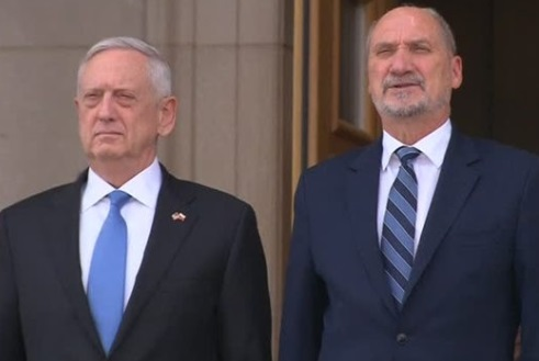 Bộ trưởng quốc phòng Ba Lan yêu cầu Hoa Kỳ tiếp tục hiện diện tại biên giới Liên Âu và Nga
