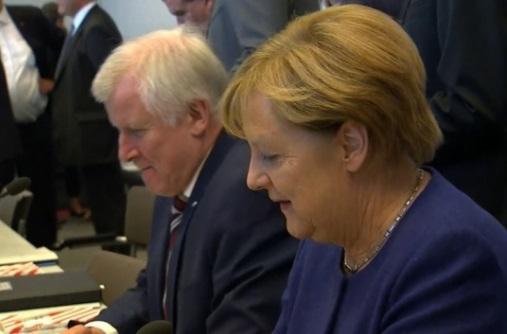 Thủ tướng Đức cố gắng thành lập liên minh sau khi đảng cực hữu giành được ghế trong quốc hội