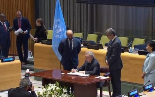 51 quốc gia ký kết hiệp ước cấm vũ khí hạt nhân, không có 9 cường quốc hạt nhân