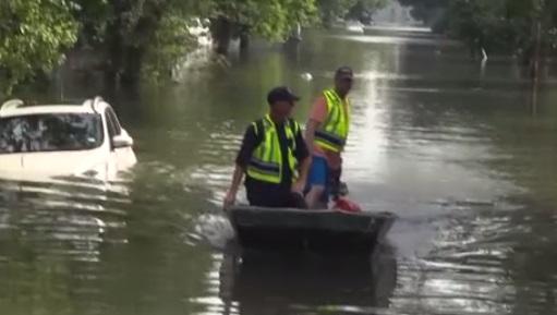 3/4 lực lượng cứu hỏa Houston được lệnh ở nhà trong bão Harvey