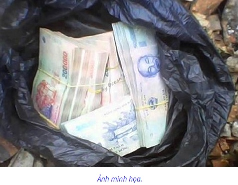 Ném tiền vào nhà phóng viên đòi báo Phú Yên đăng lại bài