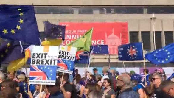 Hàng trăm người biểu tình chống Brexit tại hội nghị đảng lao động Anh ở Brighton