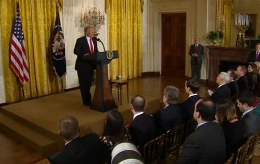 Tổng thống Trump quyết định hủy bỏ chương trình DACA
