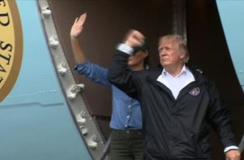 """Tổng thống Trump trả lời """"hãy chờ đấy"""" khi được hỏi Hoa Kỳ có tấn công Bắc Hàn hay không"""