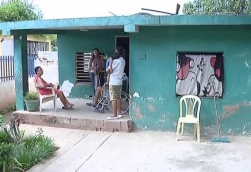 Nữ giới Venezuela bán tóc kiếm tiền mua thức ăn