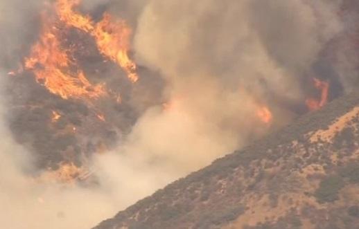 Cháy rừng dữ dội ở Anaheim-Corona, cư dân bắt buộc di tản