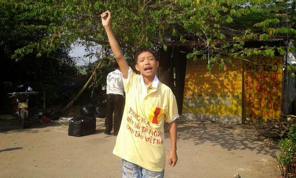 Thiếu niên chống cướp đất Nguyễn Mai Trung Tuấn ra tù