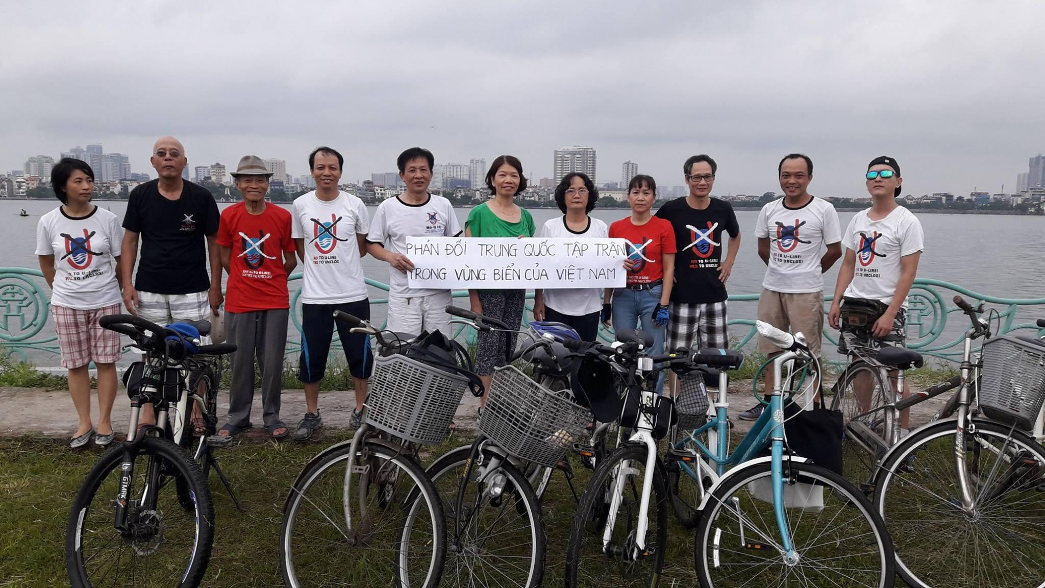 Nhóm xe đạp tại HỒ Tây Hà Nội phản đối Trung Cộng tập trận