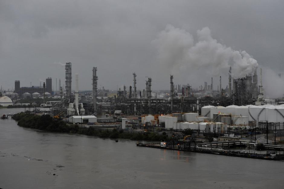 Giá xăng dầu ở Hoa Kỳ sẽ tăng sau cơn bão Harvey
