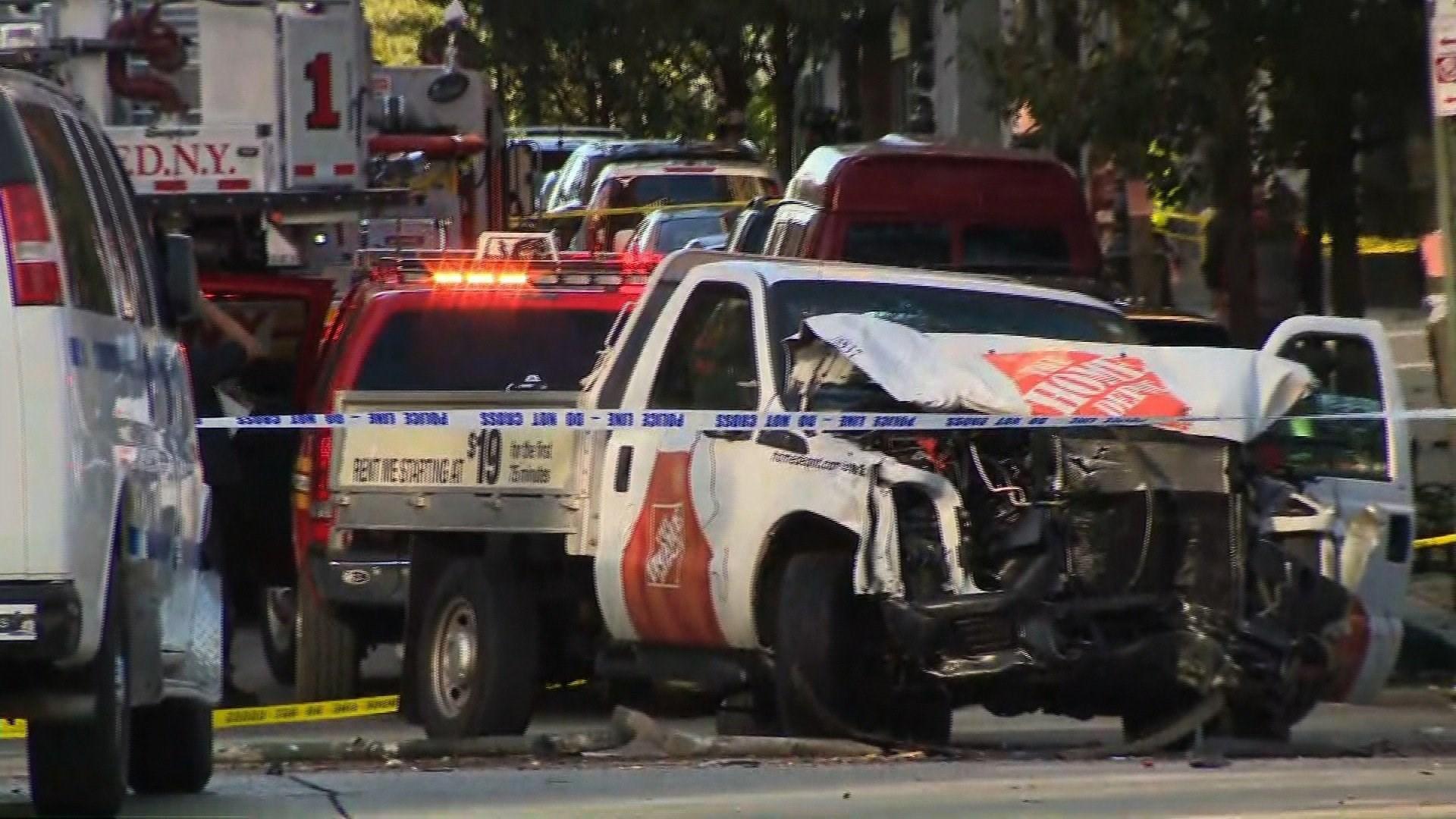 Xe tải đi ngược chiều được cho là khủng bố ở New York- 6 người chết, nhiều người bị thương