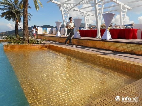Đà Nẵng khoe hồ bơi dát vàng lớn nhất và cao nhất thế giới phục vụ du khách Trung Cộng