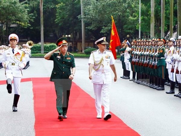 Tư lệnh hải quân Ấn Độ thăm Việt Nam