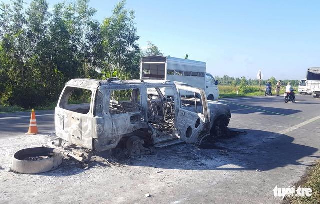 Nhóm thanh niên Hậu Giang nửa đêm chặn xe trên quốc lộ, đâm người, cướp tiền, đốt luôn xe