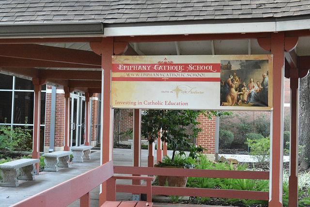 Linh mục gốc Việt đứng đầu nỗ lực xây trường trung tiểu học Công Giáo đầu tiên ở Katy, Texas