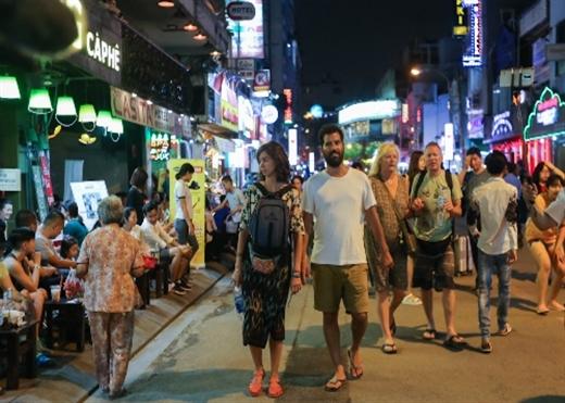Sở du lịch muốn mỗi du khách qua đêm ở Sài Gòn phải trả 1 Mỹ kim