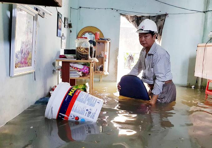 Nhiều nơi ở Sài Gòn bị đỉa xâm nhập sau cơn mưa lớn