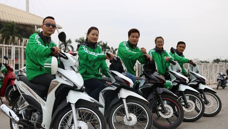 Nhiều tài xế xe ôm Việt Nam giả làm việc cho Grab và Uber