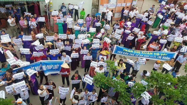 Hàng ngàn người dân Hà Tĩnh biểu tình đòi trả tự do cho bà Trần Thị Xuân