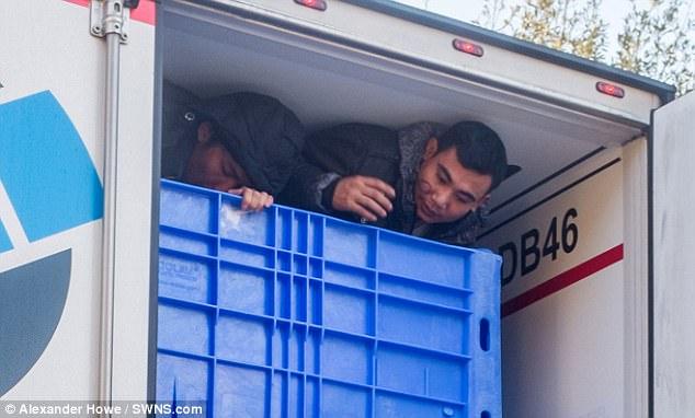 10 người Việt di dân lậu nhồi nhét trong xe vận tải từ Pháp sang Anh