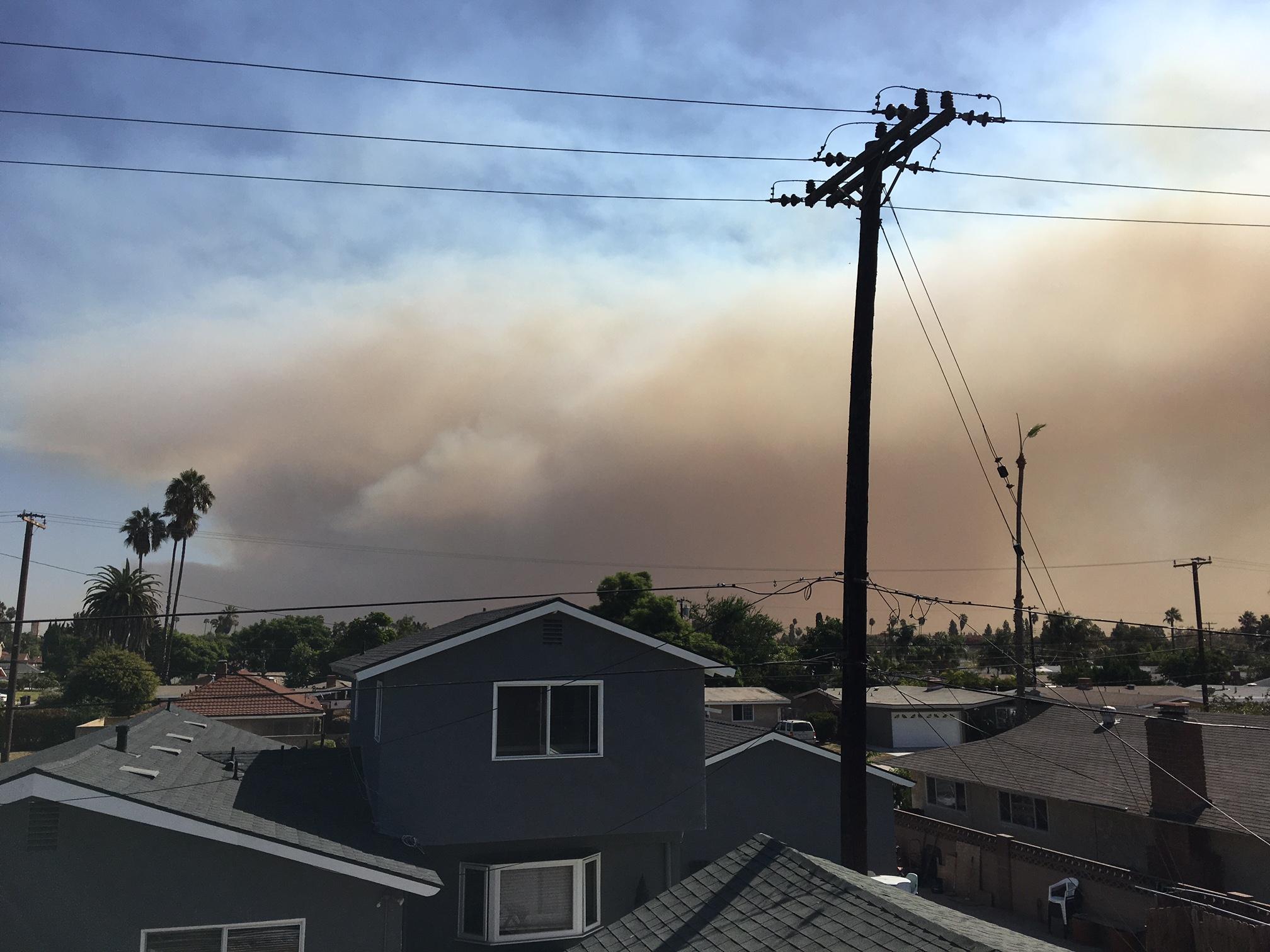 Cháy rừng ở Anaheim Hills Quận Cam – nhiều khu dân cư phải di tản khẩn cấp