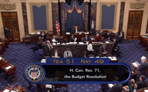 Thượng viện thông qua dự thảo ngân sách của tổng thống Trump với kết quả khít khao