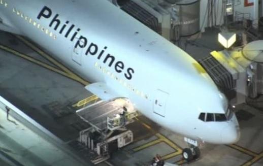 Bạn gái của hung thủ Las Vegas về tới Los Angeles sau khi rời Philippines