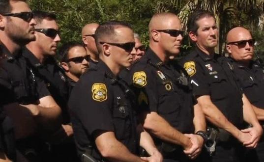 """Thị trưởng Tampa ra lệnh cảnh sát phải bắt cho bằng được """"sát thủ hàng loạt"""""""