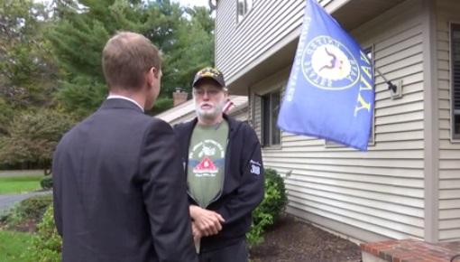 Tranh cãi quanh việc cựu chiến binh Việt Nam treo cờ hải quân trước nhà