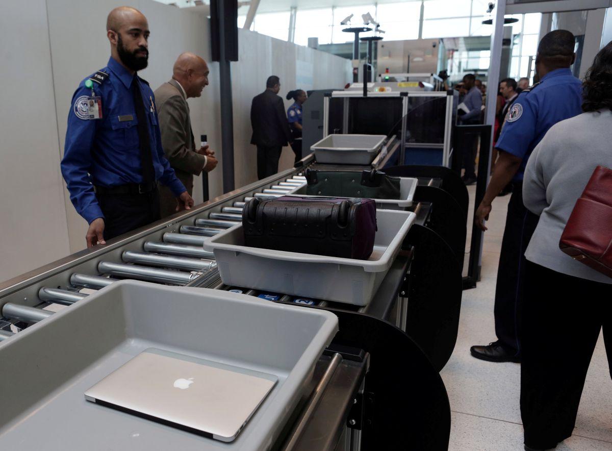 Các hãng hàng không gia tăng kiểm tra an toàn đối với các chuyến bay đến Hoa Kỳ