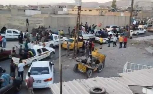 Người Kurd quyết tử rút lui, dân chúng thị trấn Bashiqa ăn mừng