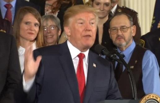 Tổng thống Trump tuyên bố tình trạng khẩn cấp về đại dịch opioid – thuốc giảm đau