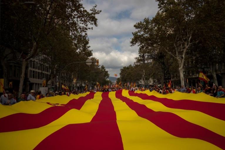 Quốc vương Tây Ban Nha chủ toạ lễ duyệt binh, biểu thị ý chí thống nhất quốc gia