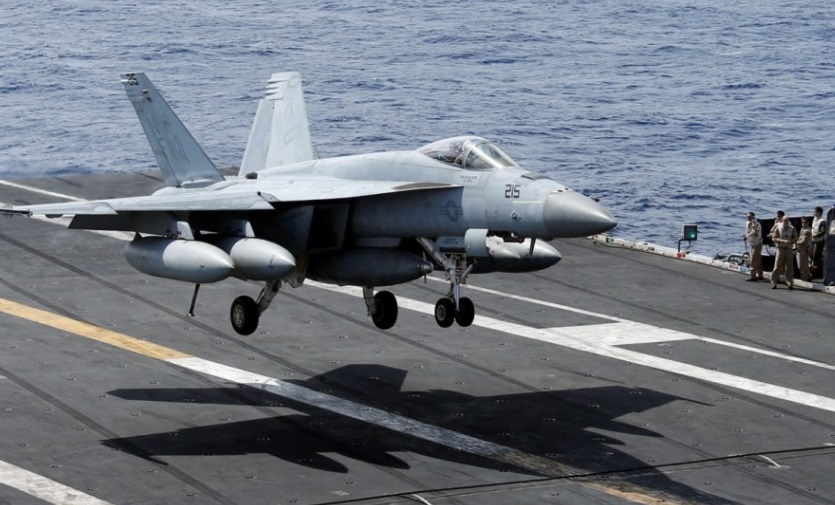 Hoa Kỳ và Trung Cộng thường xuyên đối đầu tại Biển Đông