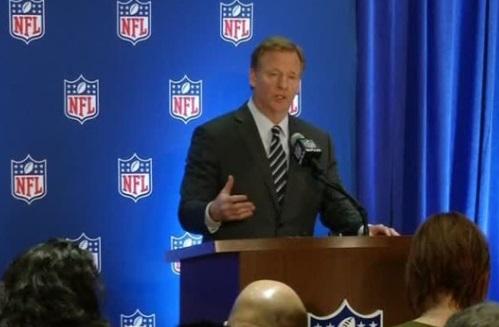 Chủ tịch NFL Roger Goodell kêu gọi cầu thủ nên đứng chào quốc ca