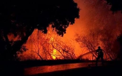 Cháy rừng hoành hành dữ dội ở Nam và Bắc California, ít nhất 13 người chết