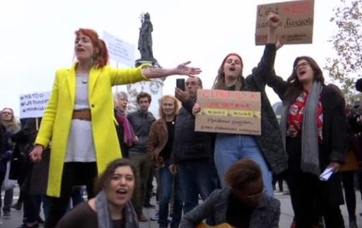 Hàng trăm phụ nữ Paris biểu tình chống tệ nạn quấy rối tình dục