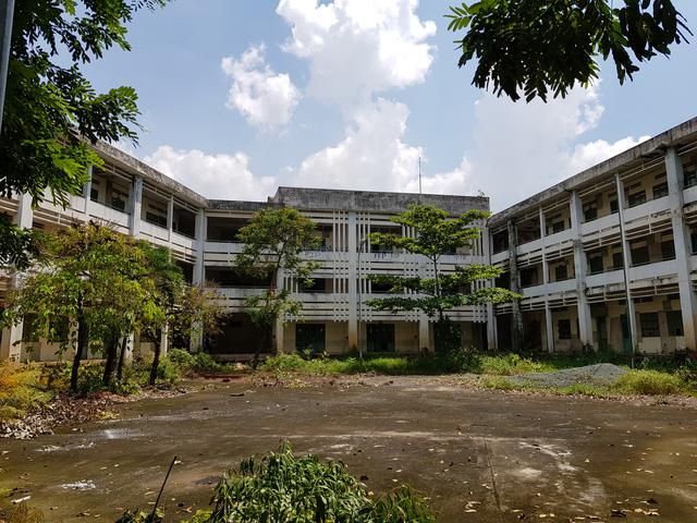 Trường tiểu học ở Sài Gòn bị bỏ hoang sau khi bỏ ra 1 triệu Mỹ kim để sửa chữa