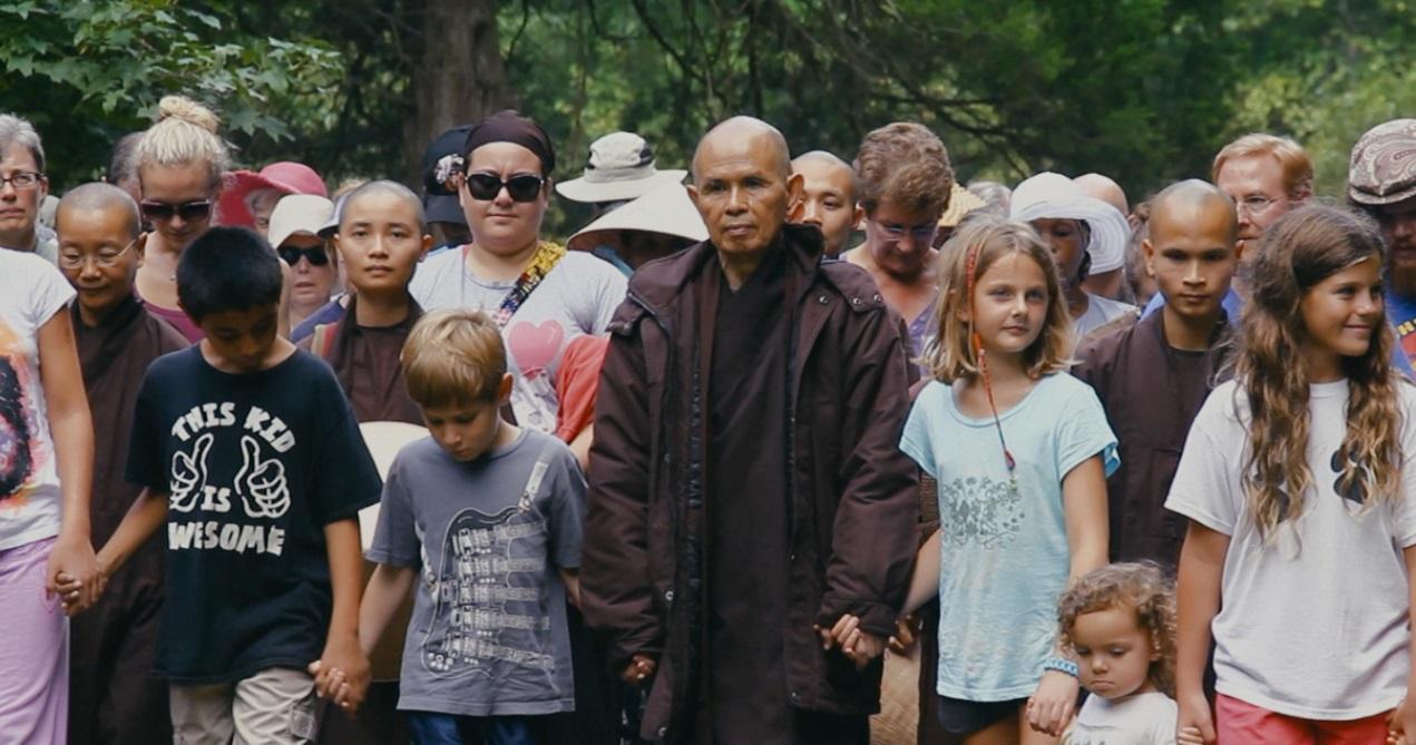 Bộ phim Walk With Me:  cùng Thiền Sư Nhất Hạnh chế tác hạnh phúc bằng phép lạ của Sự Tỉnh Thức