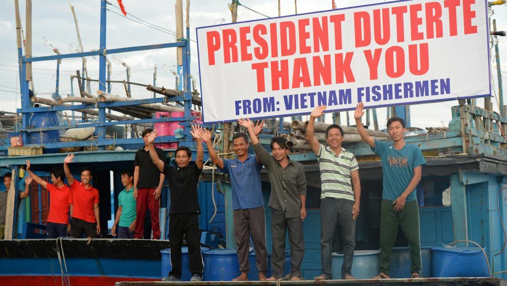 Tổng thống Philippines sẽ đưa tiễn 5 ngư dân Việt Nam bị câu lưu về nước