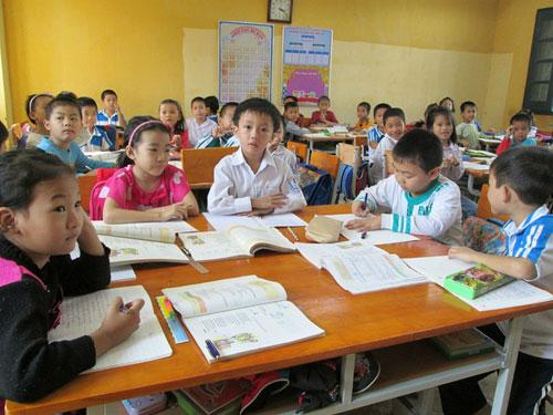 """""""Cháy"""" sách giáo khoa lớp 1 vì mẫu giáo cũng học toán và tiếng Việt!"""