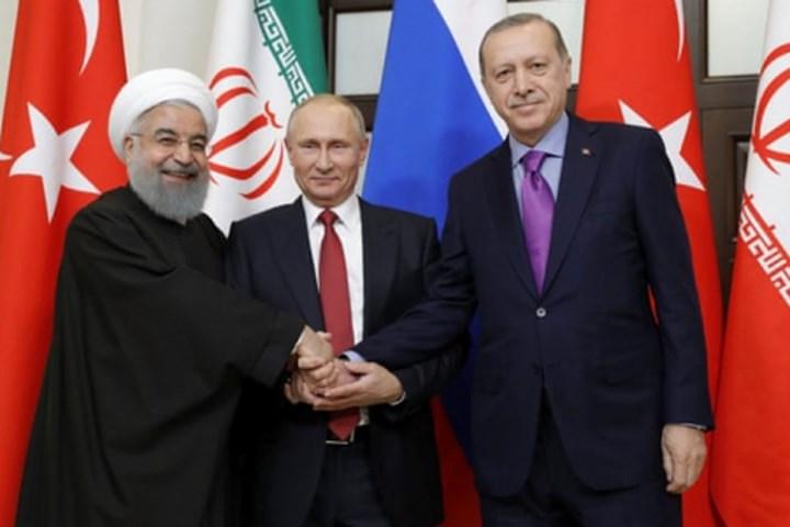 """Tổng Thống Nga Vladimir Putin nói rằng """"một giai đoạn mới"""" đạt được trong khủng hoảng Syria"""