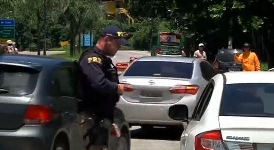 Nhà ngoại giao Hoa Kỳ bị bắn vào chân trên xa lộ gần Rio