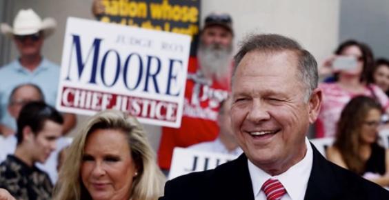 Giám đốc truyền thông của ứng cử viên Roy Moore từ chức