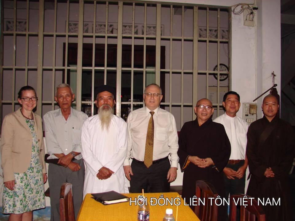 Công an CSVN sách nhiễu Hội Đồng Liên Tôn trong thời gian diễn ra hội nghị APEC