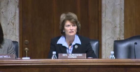 Thượng Nghị Sĩ  Lisa Murkowski ủng hộ bãi bỏ điều khoản Obamacare bắt buộc cá nhân phải mua bảo hiểm